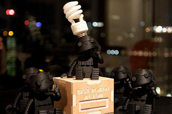 Награда лучшему робоактёру (фото Shawn Sims).