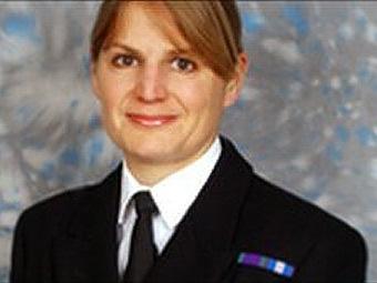 Капитан-лейтенант Сара Уэст. Фото с сайта dailymail.co.uk