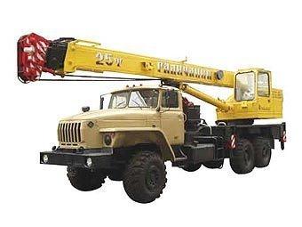"Автокран на базе грузовика ""Урал"". Фото с сайта avtoural.ru"