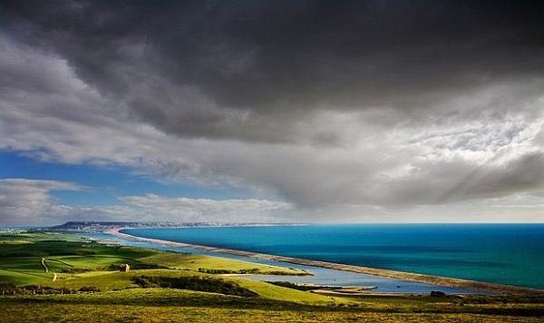 Тучи над Чезил-Бич (фото Chris Dutson).