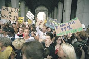 ФОТО OZIER MUHAMMED/THE NEW YORK TIMES 30 сентября активисты движения «Захвати Уолл-стрит» прошли маршем протеста по Нижнему Манхеттену.